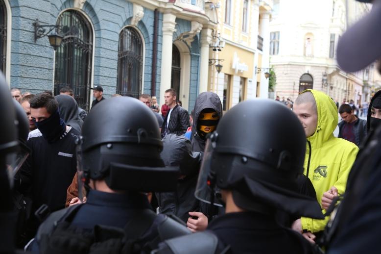 9. Politie + radicalen